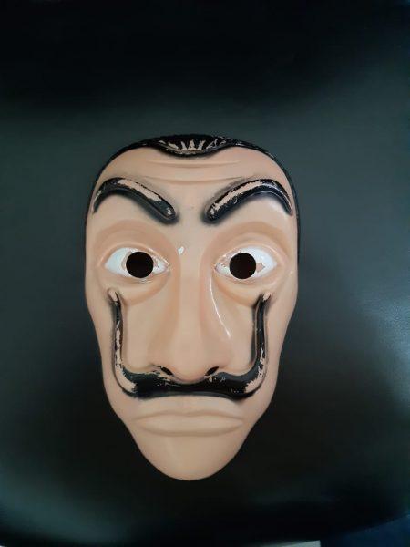 Polícia conclui investigação sobre crimes cometidos por dupla usando máscaras do seriado 'La Casa de Papel'