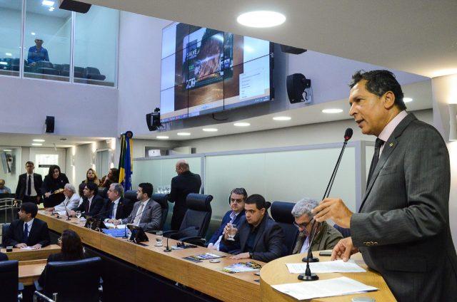 Deputados criam comissão multipartidária para ações em favor da barreira do Cabo Branco