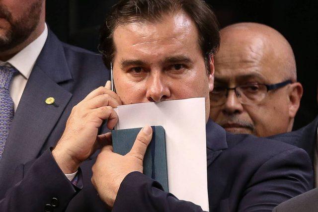 Maia adia votação de MP e põe em risco estrutura do governo Bolsonaro