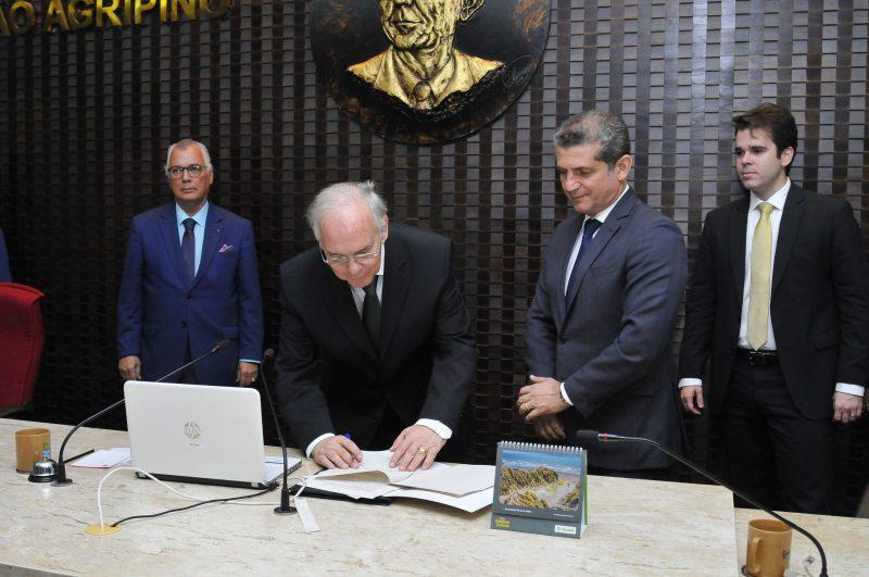 TCE e OAB firmam acordo de cooperação para controle social dos atos e gastos públicos
