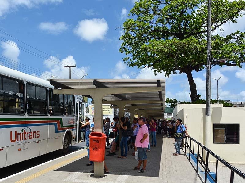 Terminal de Integração é fechado por conta de protestos de ambulantes