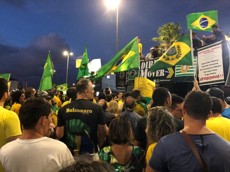 Ato pró Bolsonaro reúne milhares e elege paraibanos inimigos do Brasil