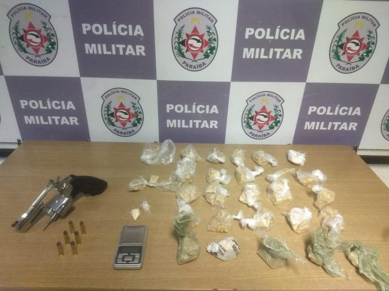 Homem é preso com arma em Santa Rita e PM apreende drogas em JP