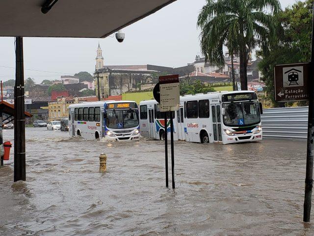 Com alerta de chuvas, capital registra alagamentos em vários pontos