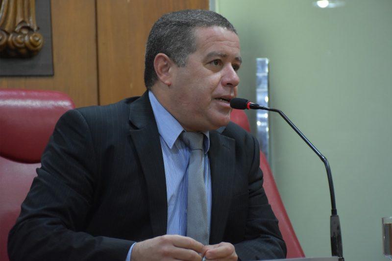 """Vereador que votou em Bolsonaro quer """"levante"""" contra liberação de armas: """"É absurdo"""""""