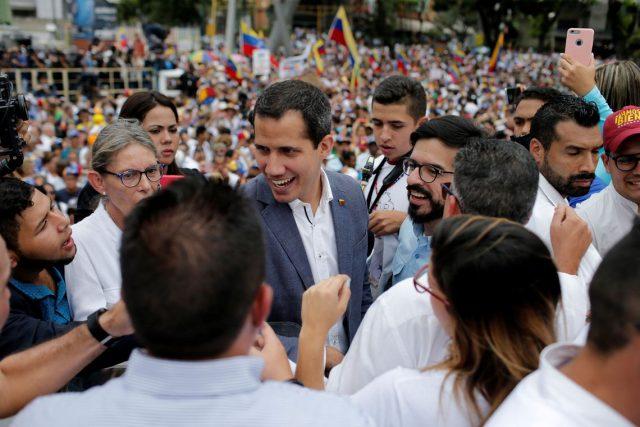 Juan Guaidó busca ajuda do Pentágono para resolver crise na Venezuela