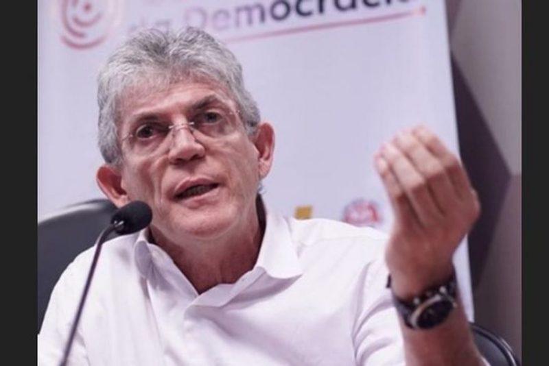 Ricardo diz ter cometido muitos erros e nega interferência na gestão de João