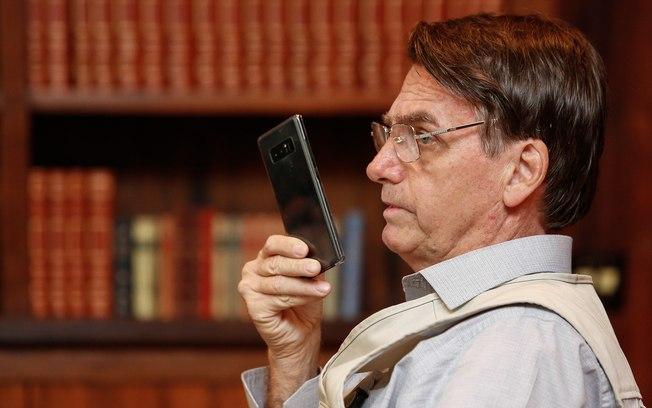Após vazamento, Bolsonaro vai usar celular criptografado da Abin
