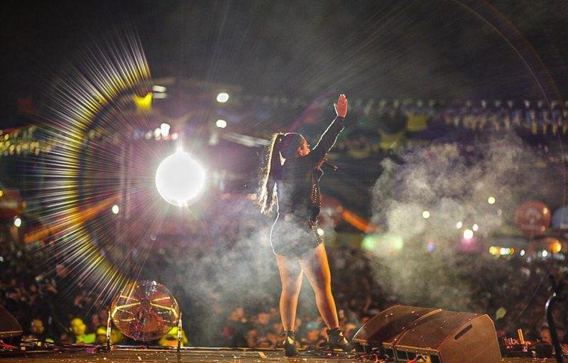 Público lota Parque do Povo para assistir show da banda Calcinha Preta