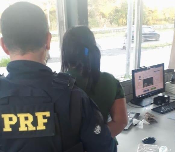 PRF prende mulheres por tráfico de drogas e apreende cocaína em bolsa de criança