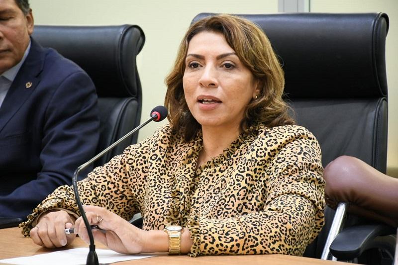 Cida lembra que Abono Natalino já é concedido desde 2012 na PB, antes da ideia de Bolsonaro