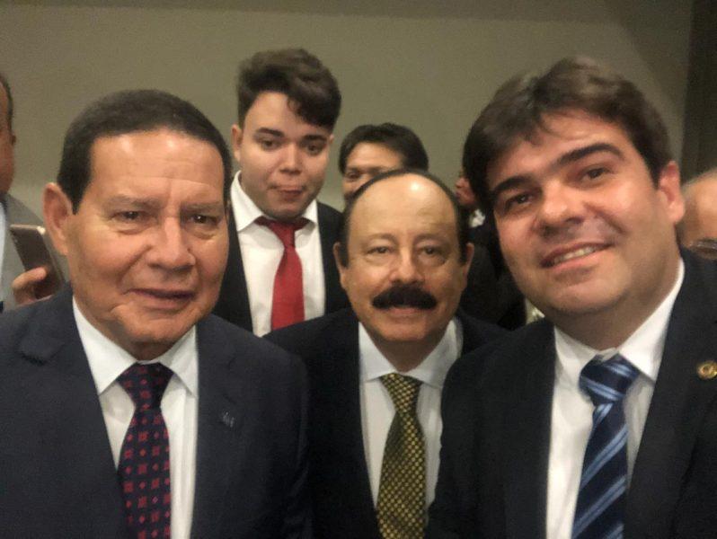Deputado paraibano se reúne com Hamilton Mourão em Recife