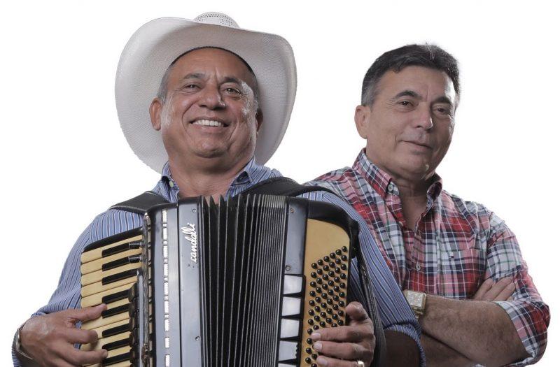 Sirano e Sirino e Brasas do Forró fazem shows no Arraiá de Cumpade