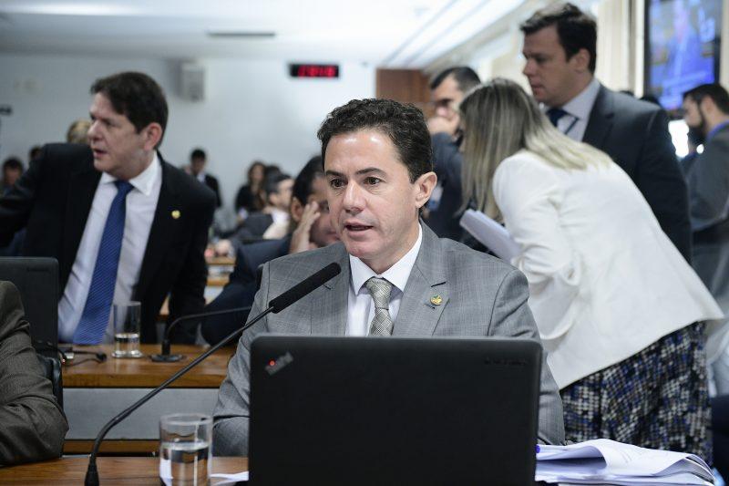 Relatório de Veneziano contra decretos de Bolsonaro que liberam armas é aprovado