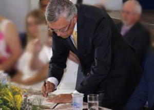 Zenóbio Toscano prorroga licença por mais 30 dias