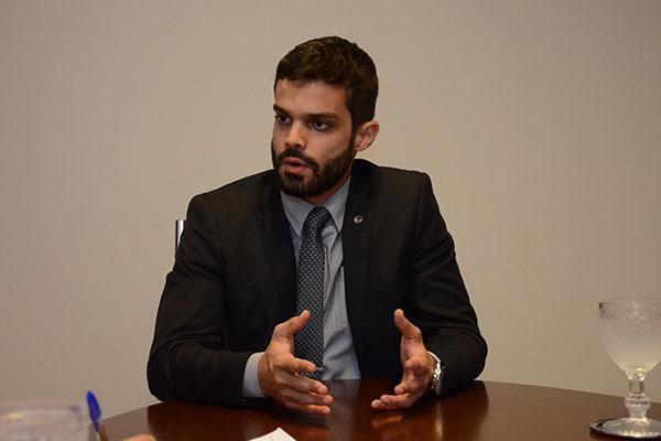PRF acusa advogado de ter ameaçado e intimidado policiais durante abordagem
