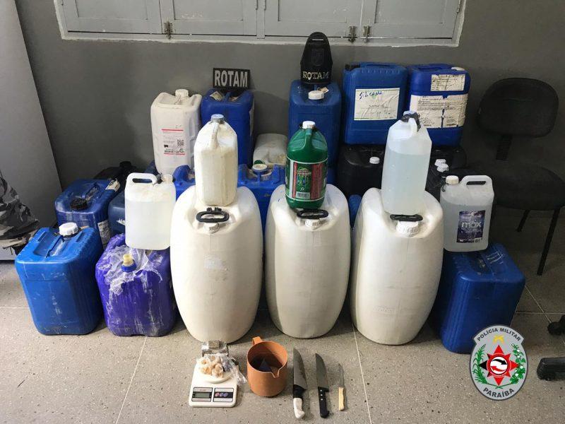 Polícia apreende 250 litros de 'loló' que seriam comercializados em Campina Grande