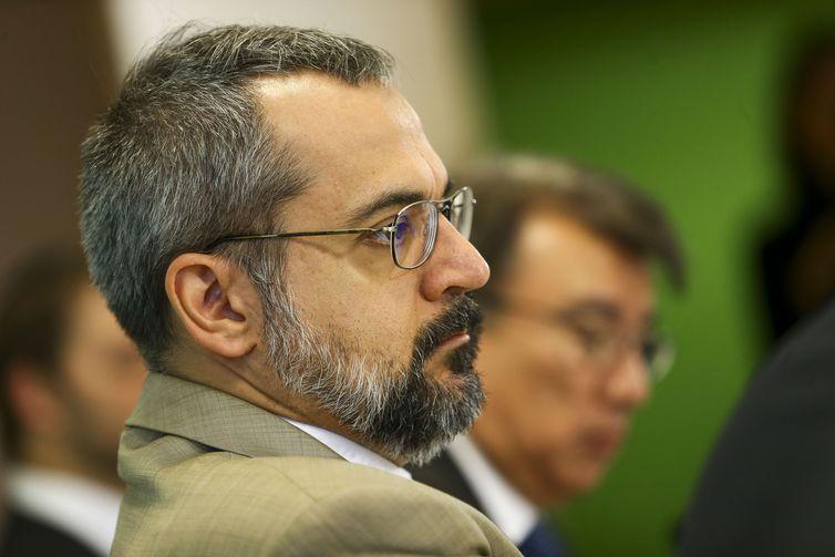 MEC anuncia instalação de 108 escolas militares até 2013
