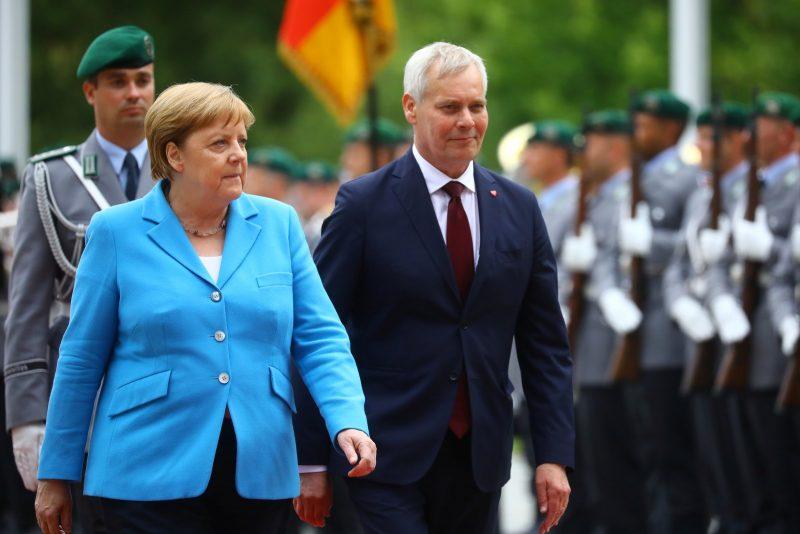 Angela Merkel sofre tremores pela terceira vez em menos de um mês