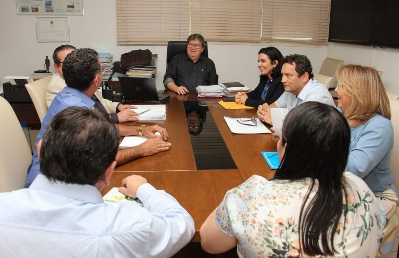 Pollyanna Dutra reúne prefeitos e leva pleitos do Sertão para João Azêvedo