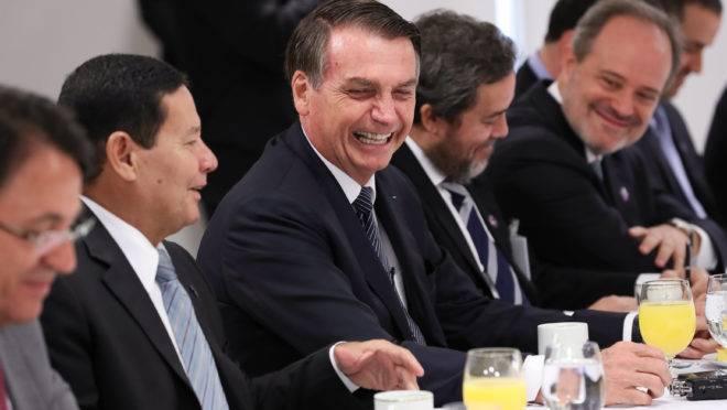 João Azevedo condena retaliação de Bolsonaro à Paraíba e ao Maranhão