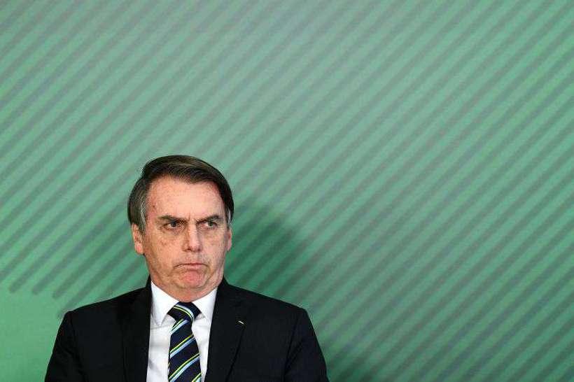 Bolsonaro extrai dente e deve evitar falar e ficar de repouso por três dias