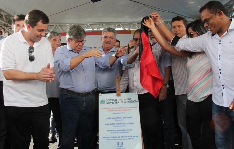 João Azevêdo inicia inauguração de pacote de obras em Sertãozinho