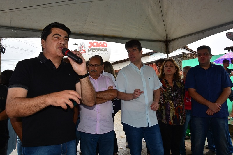Prefeitura de João Pessoa entrega pavimentação de 13 ruas na Comunidade Taipa