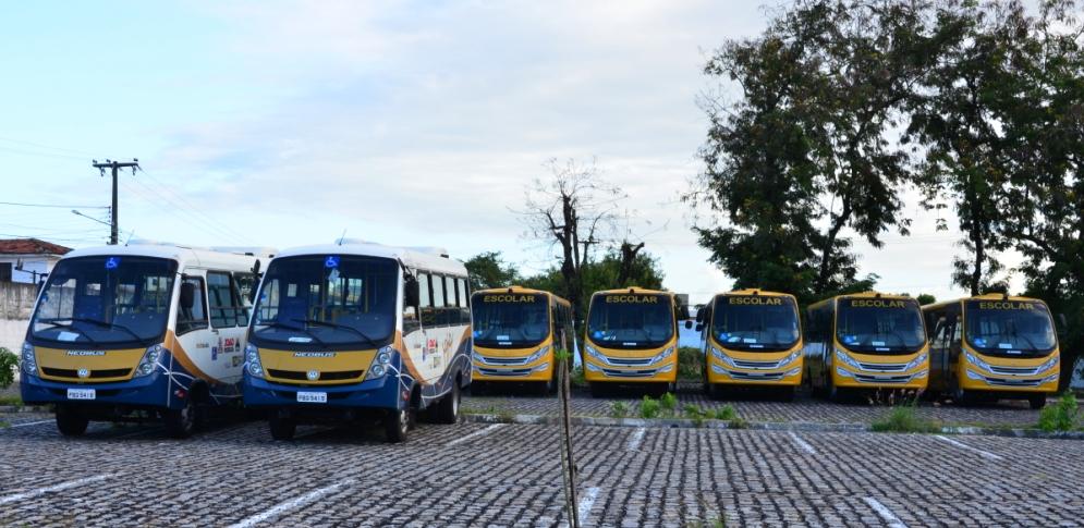 Cartaxo entrega novos ônibus acessíveis para atender Rede Municipal de Educação