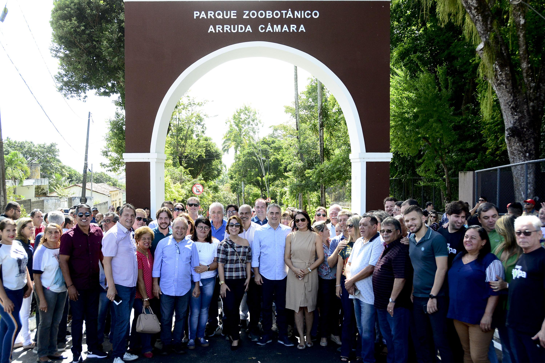 Luciano Cartaxo entrega primeira etapa do Novo Parque da Bica