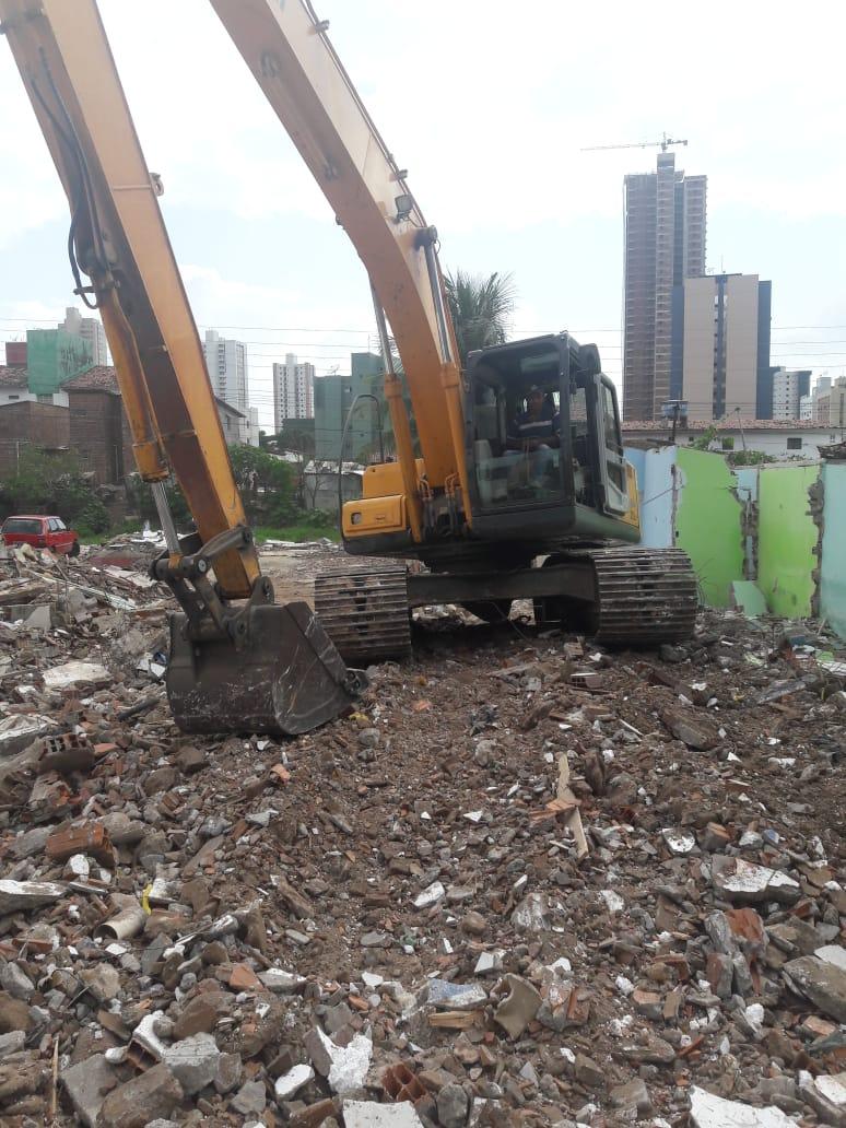 PMJP conclui demolição de casas condenadas no São José e inicia remoção de entulhos