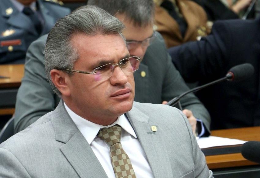 Conselho de Ética instaura processo contra deputada do PT por empurrão em Julian Lemos