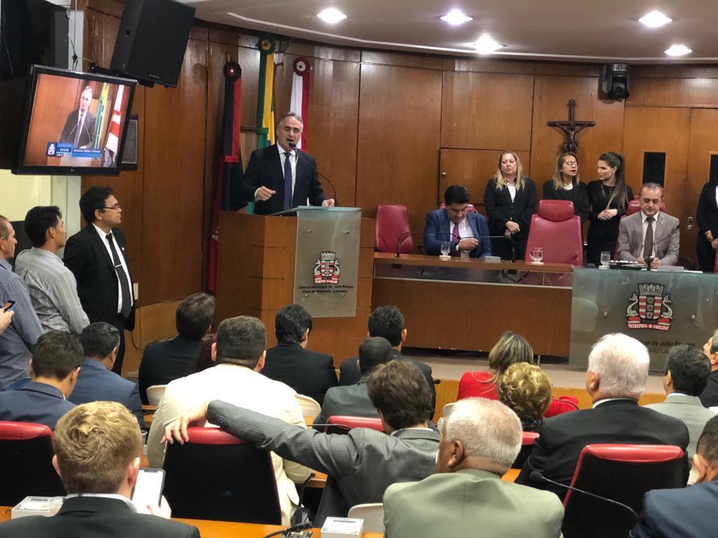 Luciano participa de abertura dos trabalhos na Câmara e anuncia para outubro obras na Epitácio
