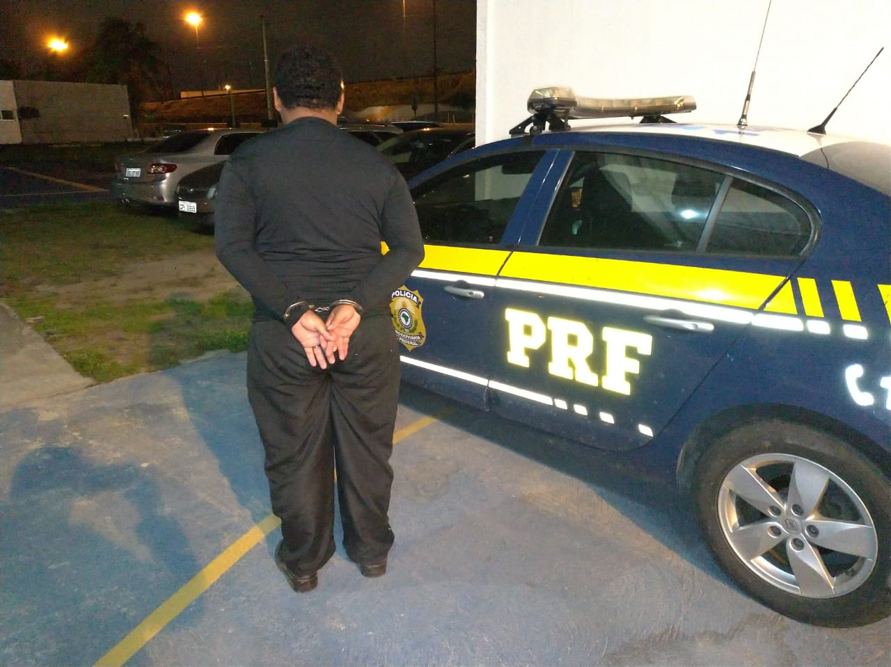 PRF prende homem com mandado de prisão pela Lei Maria da Penha