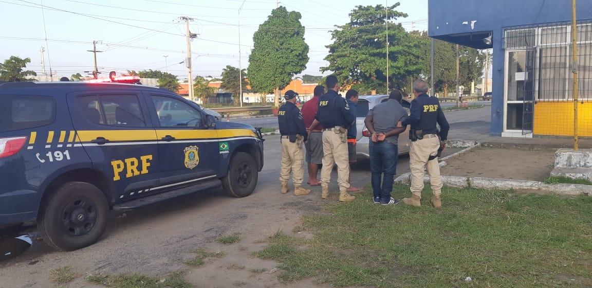 Trio é preso suspeito de usar bloqueador de alarme para furtar objetos em carros na Grande JP