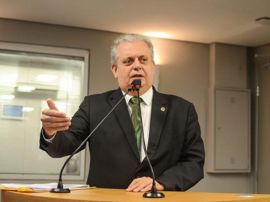 """Assista: João Bosco entrega cargos no Governo para ser """"independente"""""""