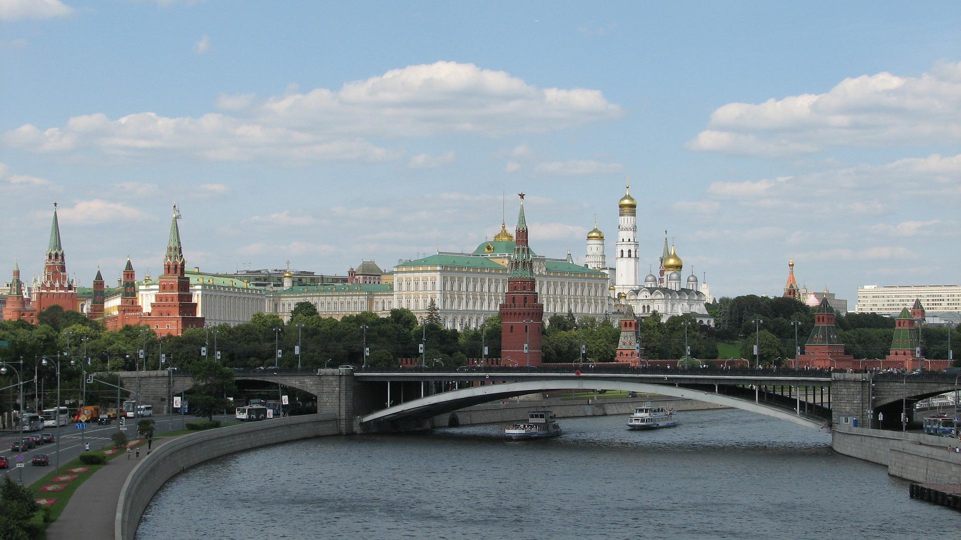 Mais de 600 pessoas são presas em protesto não autorizado em Moscou