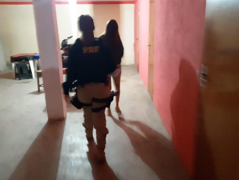 Mulher é presa por exploração sexual de adolescente e grávidas na divisa da PB e RN