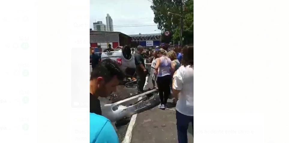 Após colisão entre carro e moto, dupla cai de viaduto e uma pessoa morre atropelada por outro veículo