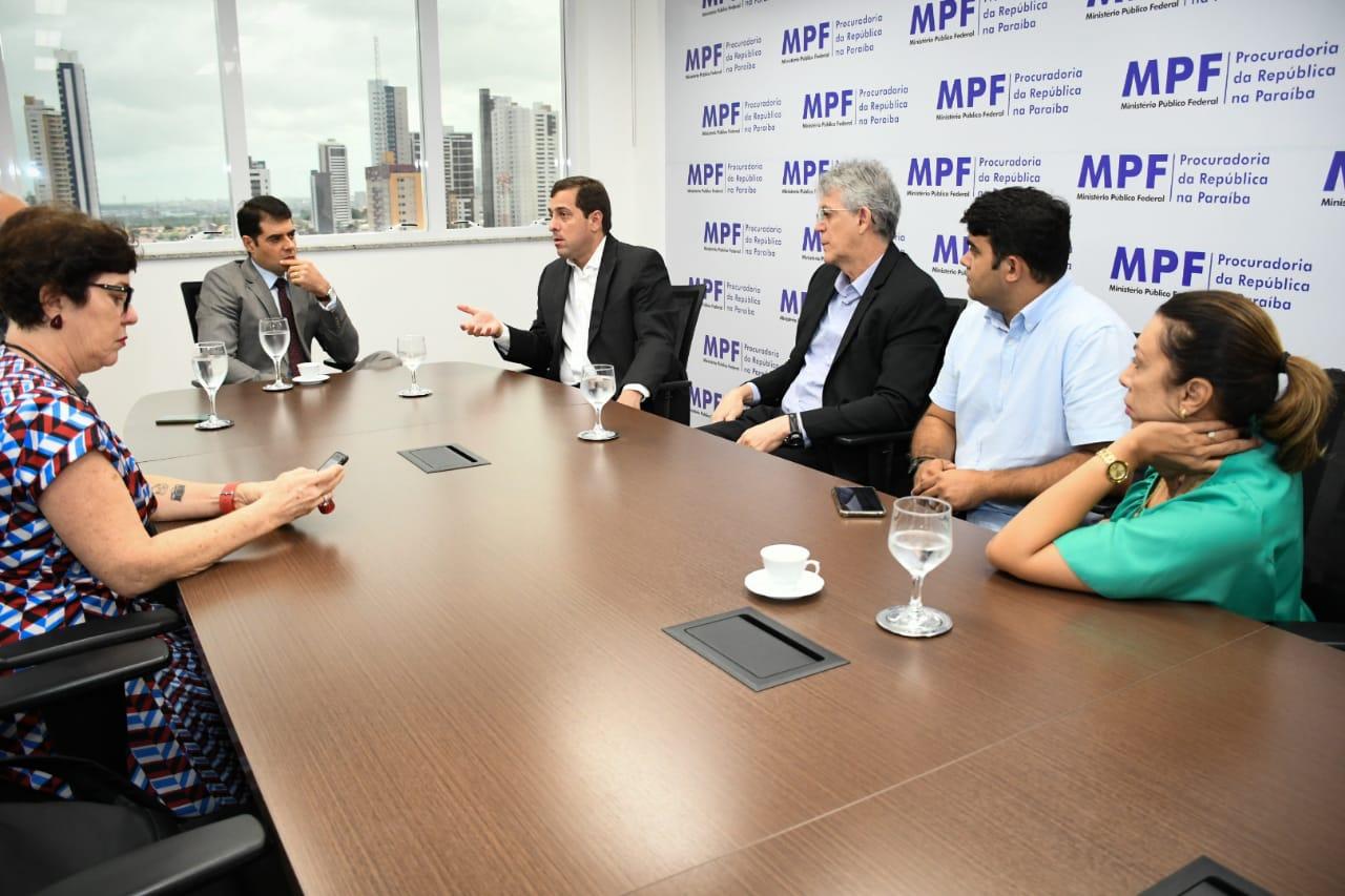 Ricardo e deputados acionam MPF cobrando retomada da Transposição na PB