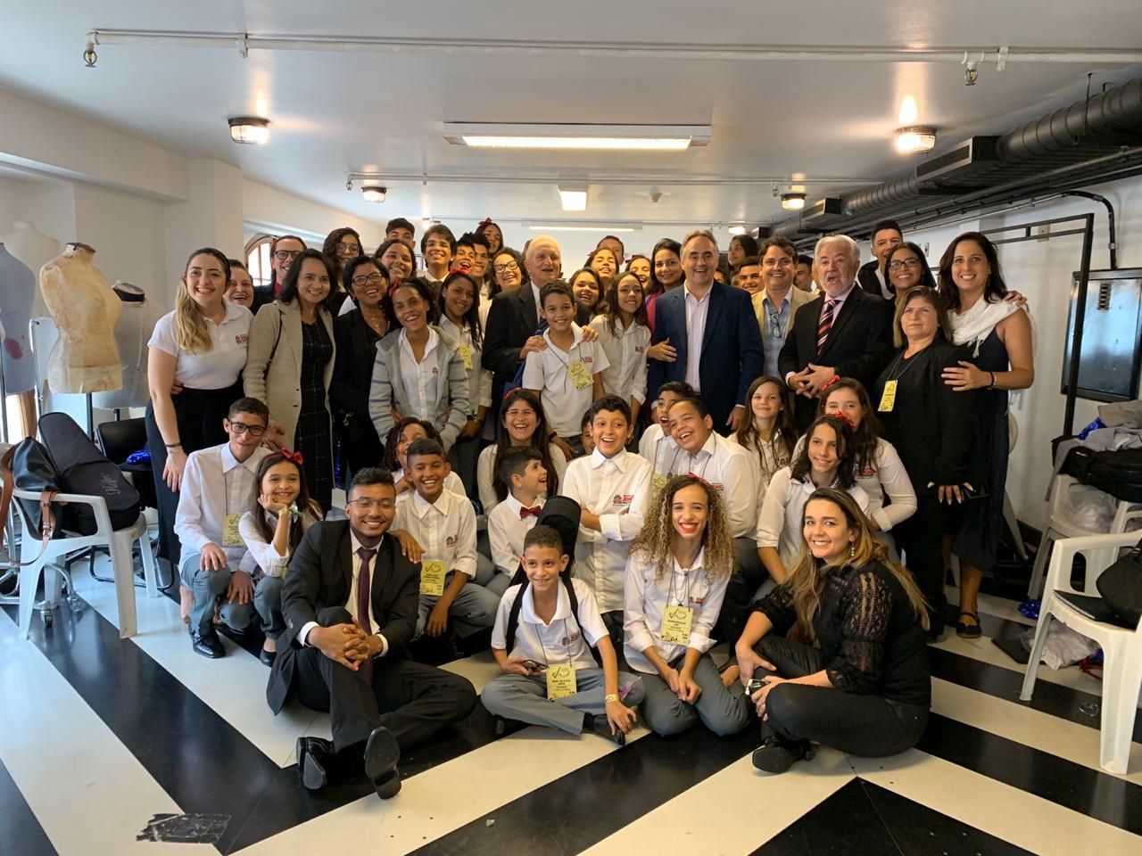 Cartaxo assiste apresentação das crianças do Ação Social pela Música em concerto em São Paulo