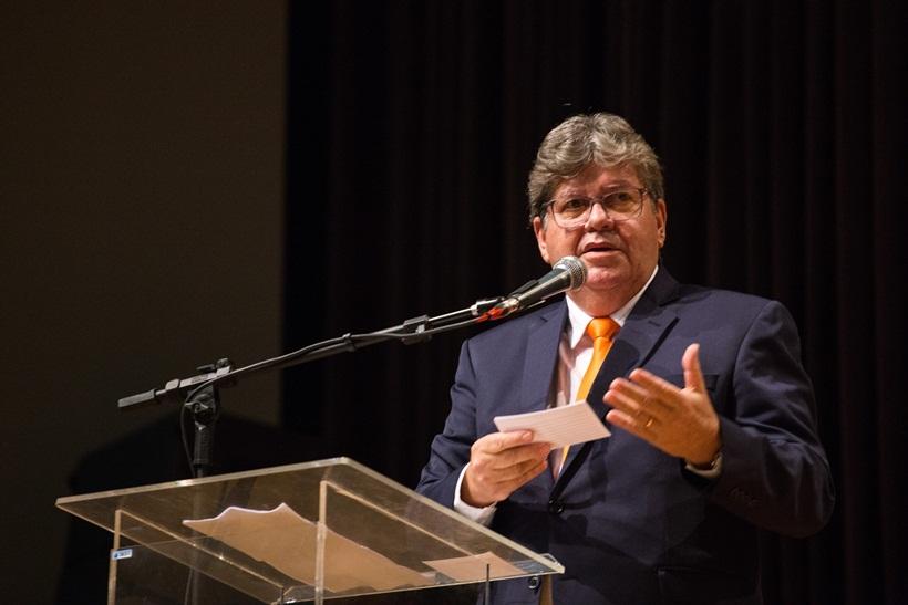 Governador autoriza R$ 43,6 milhões em obras de saneamento e lança campanha Praia Limpa