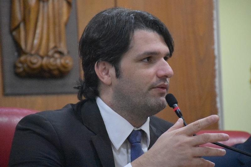 Léo Bezerra desmente especulação sobre aproximação com Cartaxo