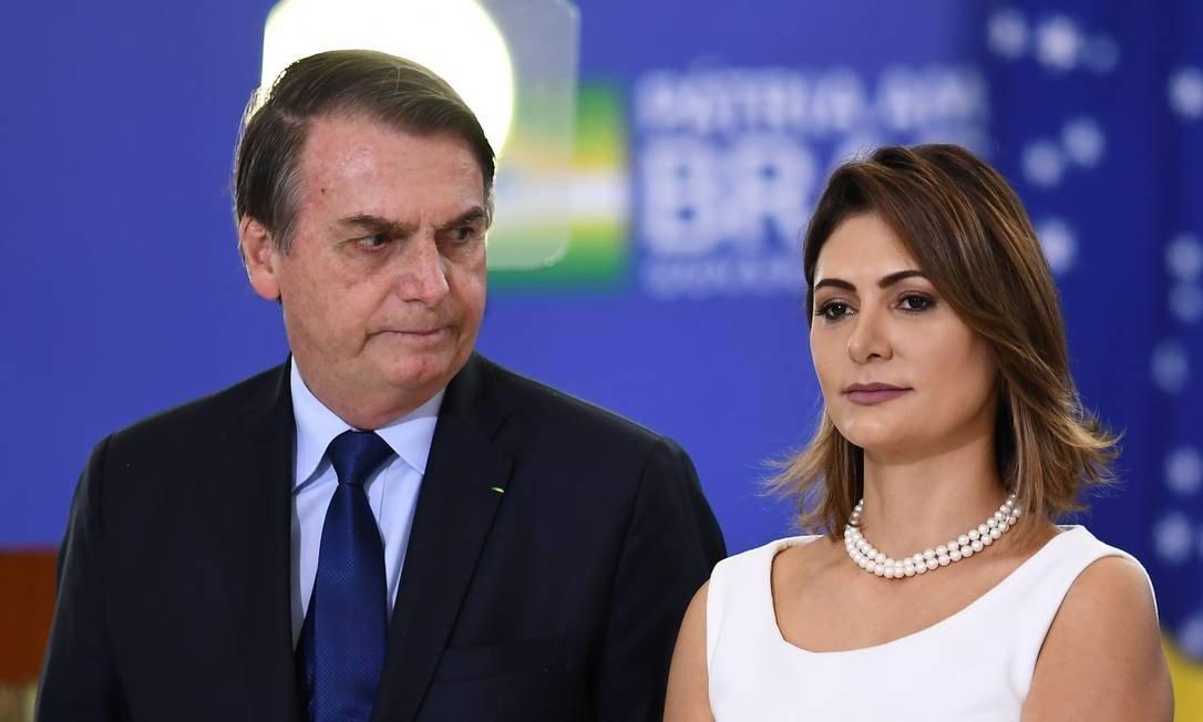 """Raissa propõe aplauso a Michele e Marcos cita """"81 besteiras"""" de Bolsonaro"""