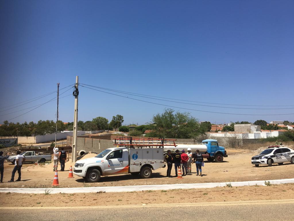 """Operação contra furto de energia autua cinco """"gatos"""" na construção civil em Patos"""