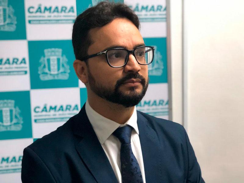 """Tibério critica """"ataques"""" de Gervásio e chama militantes para defender João"""