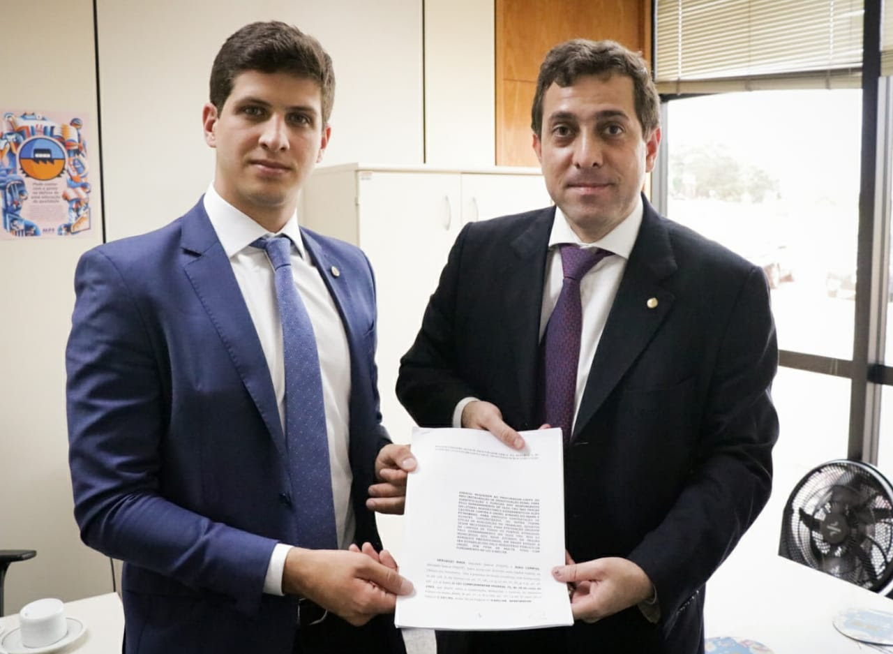 Gervásio e João protocolam pedido de investigação contra crime ambiental em praias nordestinas