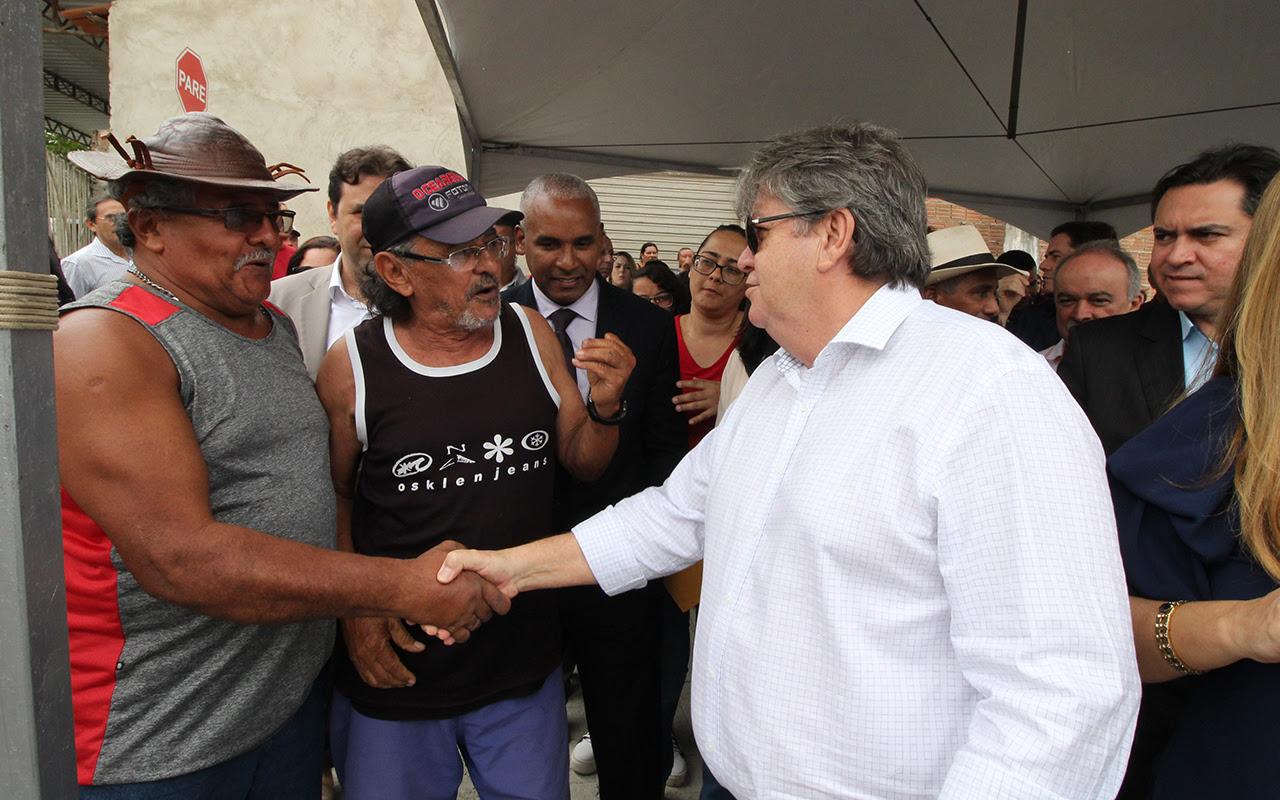 João Azevêdo entrega obras de pavimentação e 1ª etapa do Eixo das Nações