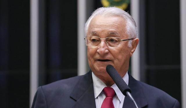 Frei Anastácio diz que fim do programa de moradia é mais um golpe de Bolsonaro contra o povo