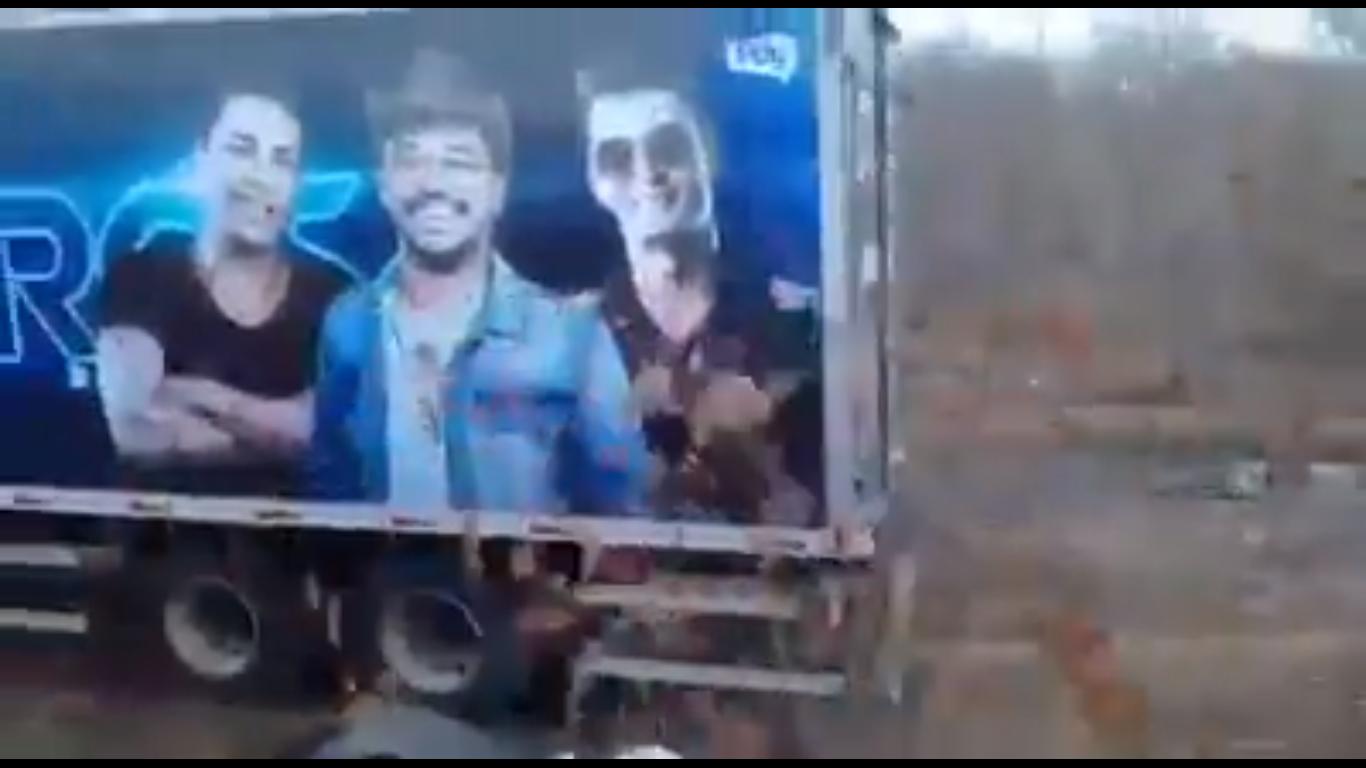 Acidente envolvendo caminhão da Banda Cavaleiros do Forró deixa uma pessoa morta